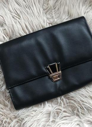 Красивая сумочка-клатч с украшением