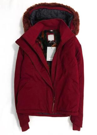 Водоотталкивающая и ветронепродувная куртка британского бренда bench