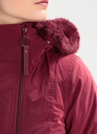 Водоотталкивающая и ветронепродувная куртка британского бренда bench7 фото