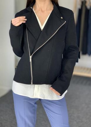 Стильная курточка gap 40