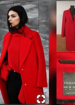 Фирменное стильное качественное красное пальто.