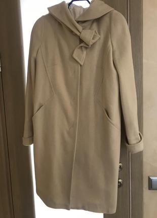 Весеннее пальто молочного цвета с капюшоном, размер 50, новое
