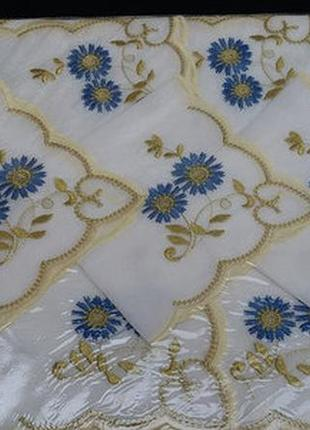 Скатерть тканевая с вышивкой и салфетками