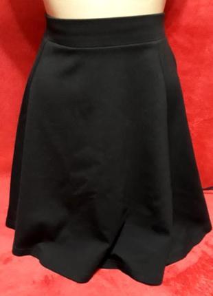 Крутая базовая юбка, пошив трапеция, небольшой клеш от h&m