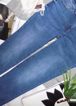 Ровного кроя джинсы на весну