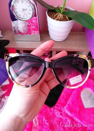 Скидка! солнцезащитные очки цветочный принт италия, gabriela marioni