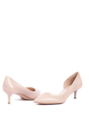 Кожаные туфли бежевого цвета от известной тм carlo pazolini
