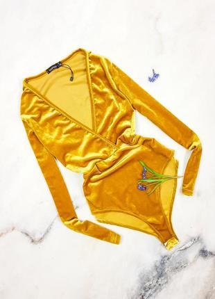 Оксамитовий боді гірчично-золотого кольору boohoo