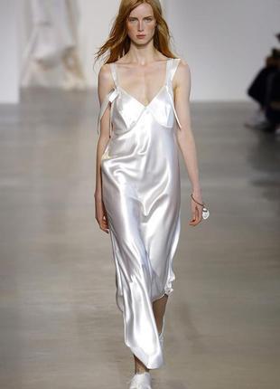 Атласное платье в бельевом стиле с закругленным подолом рр 10