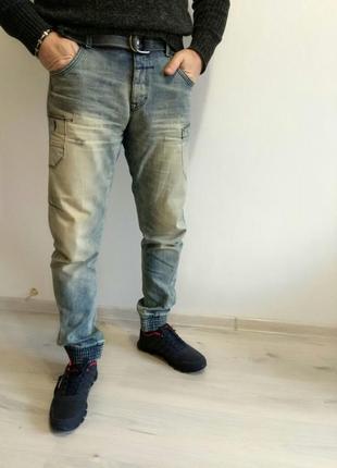 Фирменные мужские джинсы с манжетой внизу. джинсы на резинке снизу.ирландия