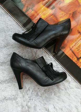 Bertie шикарные туфли на удобном каблучке, высококачественная кожа верх и внутри!