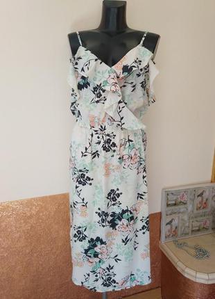 Фирменное стильное качественное платье в цветочном принте.