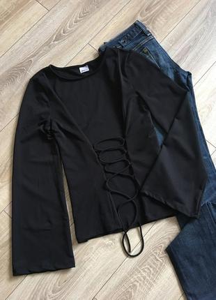 Блуза с переплетом лонгслив с рукавом клёш