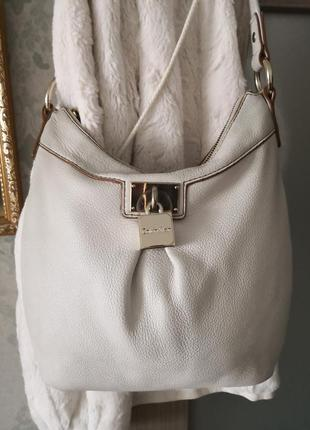 Красивая кожаная сумка calvin klein