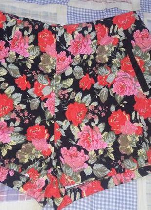 Красивые жаккардовые шорты в цветочный принт