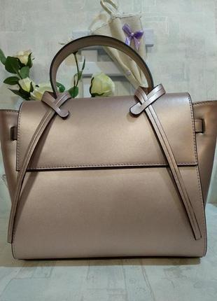 Элегантная кожаная сумка. красивый цвет!