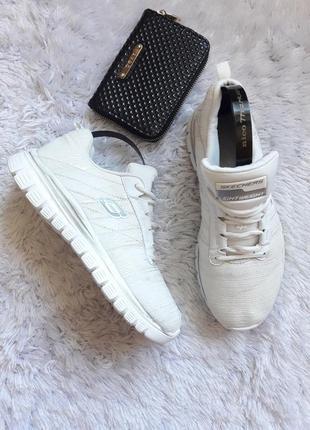 Skechers белоснежные кроссовки с серебристыми нитями!