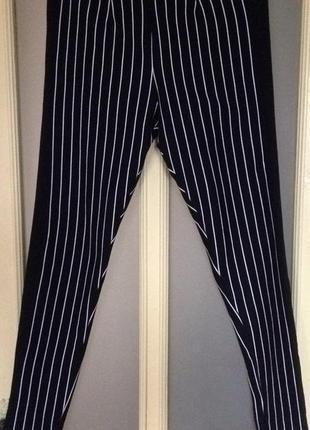 Стильные зауженные штанишки в актуальную полоску