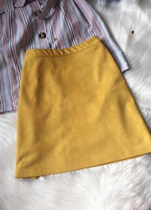 Горчичная юбка под замш