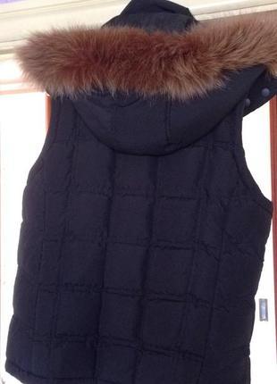 Добротная теплая жилетка с натуральным мехом s-m