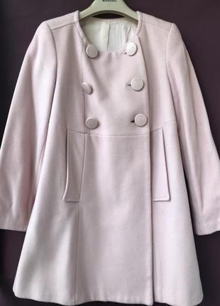 Пальто нежно-розового цвета без воротника