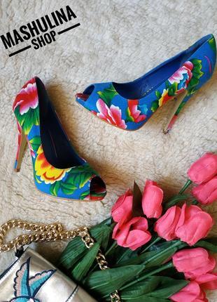 Шикарные туфельки на высоком каблуке фирмы gorgeous