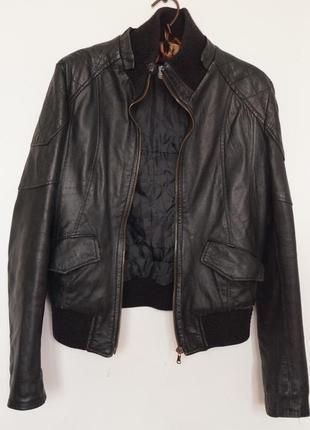 Стильная кожаная куртка фирмы vera pelle