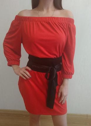 Замшевое ярко красное платье .
