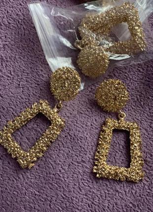 Стильные серьги золотые