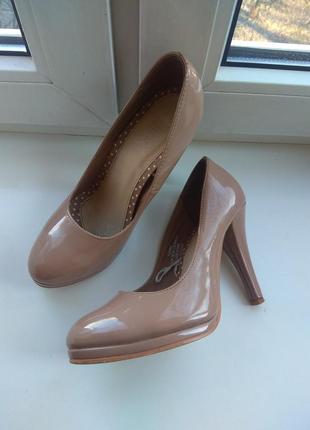 Туфли лодочки на каблуке, лаковые, нюдовые, пудровые