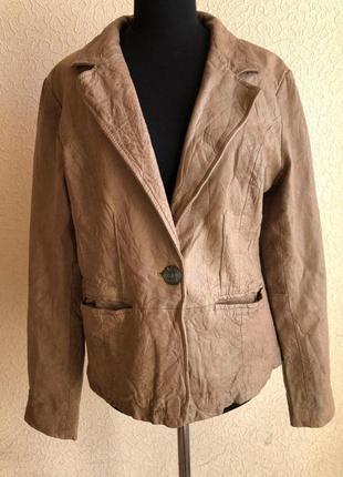 Бежевая кожаная куртка от бренда goosecraft gallery, в идеальном состоянии.