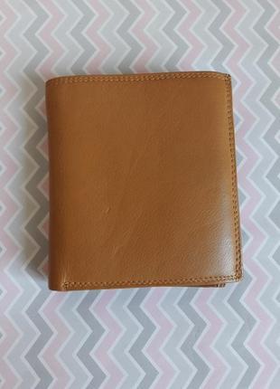 Удобный кожаный кошелек с множеством кармашек и отделений