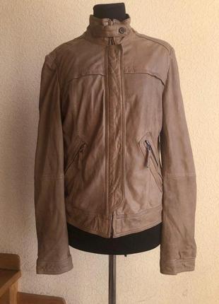 Бежевая кожаная куртка от бренда massimo dutti, в идеальном состоянии.
