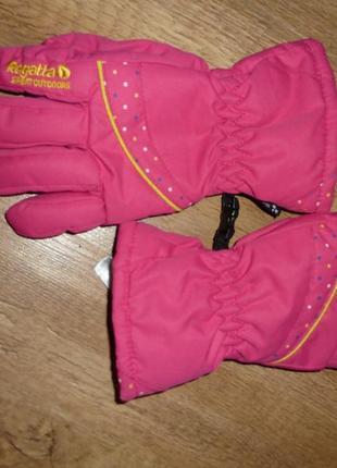 Лыжные перчатки regatta на 7-10 лет в отличном состоянии