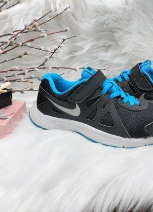 Классные кроссовки nike revolution 2 ( 33 размер )
