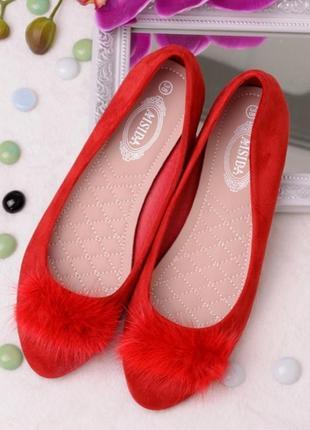 Красные замшевые балетки с мехом