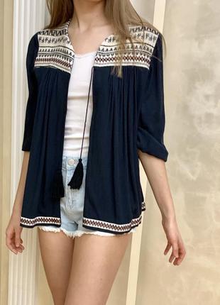 Блуза блузка накидка синяя черная с принтом вышивкой h&m оригинал летняя на завязках