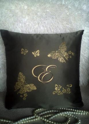 Именная подушка с буквой и бабочками, наволочка.