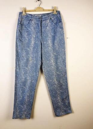 Голубые джинсы со змеиным рисунком apart