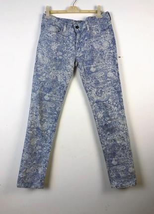 Голубые джинсы с рисунком mavi