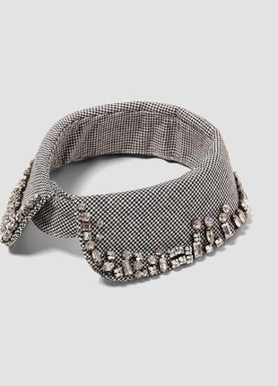 Съемный воротник/ожерелье.