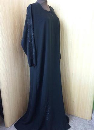 Чёрное длинное платье с вышивкой / абая