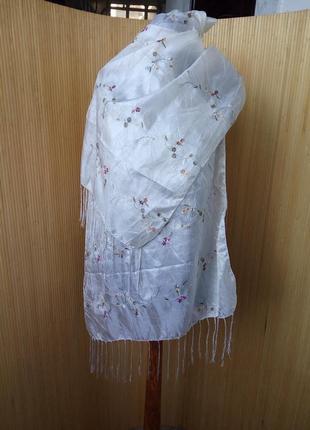 Белый атласный фактурный шарф палантин / хиджаб1 фото