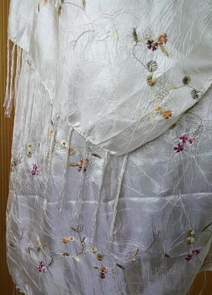 Белый атласный фактурный шарф палантин / хиджаб2 фото