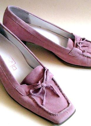 Трендовые розовые туфли из натуральной замши на устойчивом каблуке