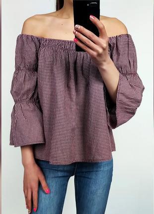 Объемная хлопковая клетчатая блуза с открытыми плечами