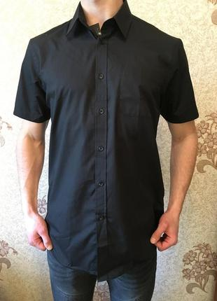 Чорна рубашка на короткий рукав