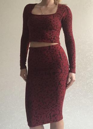 Костюм юбка с высокой посадкой и кроп топ