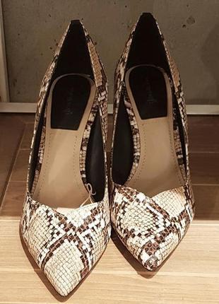 Туфли высокий каблук новые под змеиную кожу