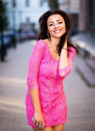 Красивое мини платье кружевное яркое